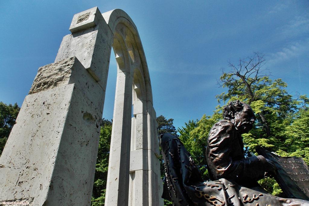 sopron_erzsebet-kert-banffy-szobor