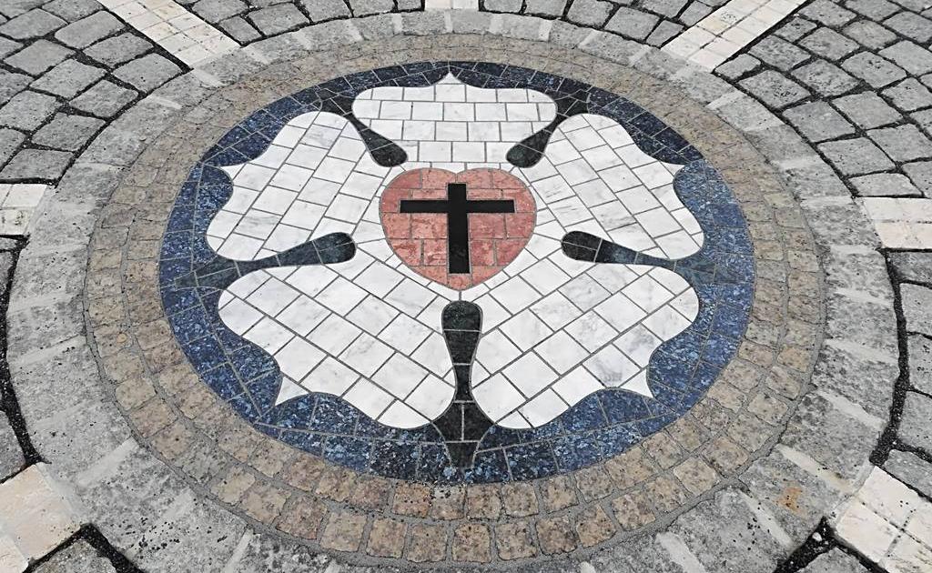 evangélikus-templom-sopron-luther-rozsa