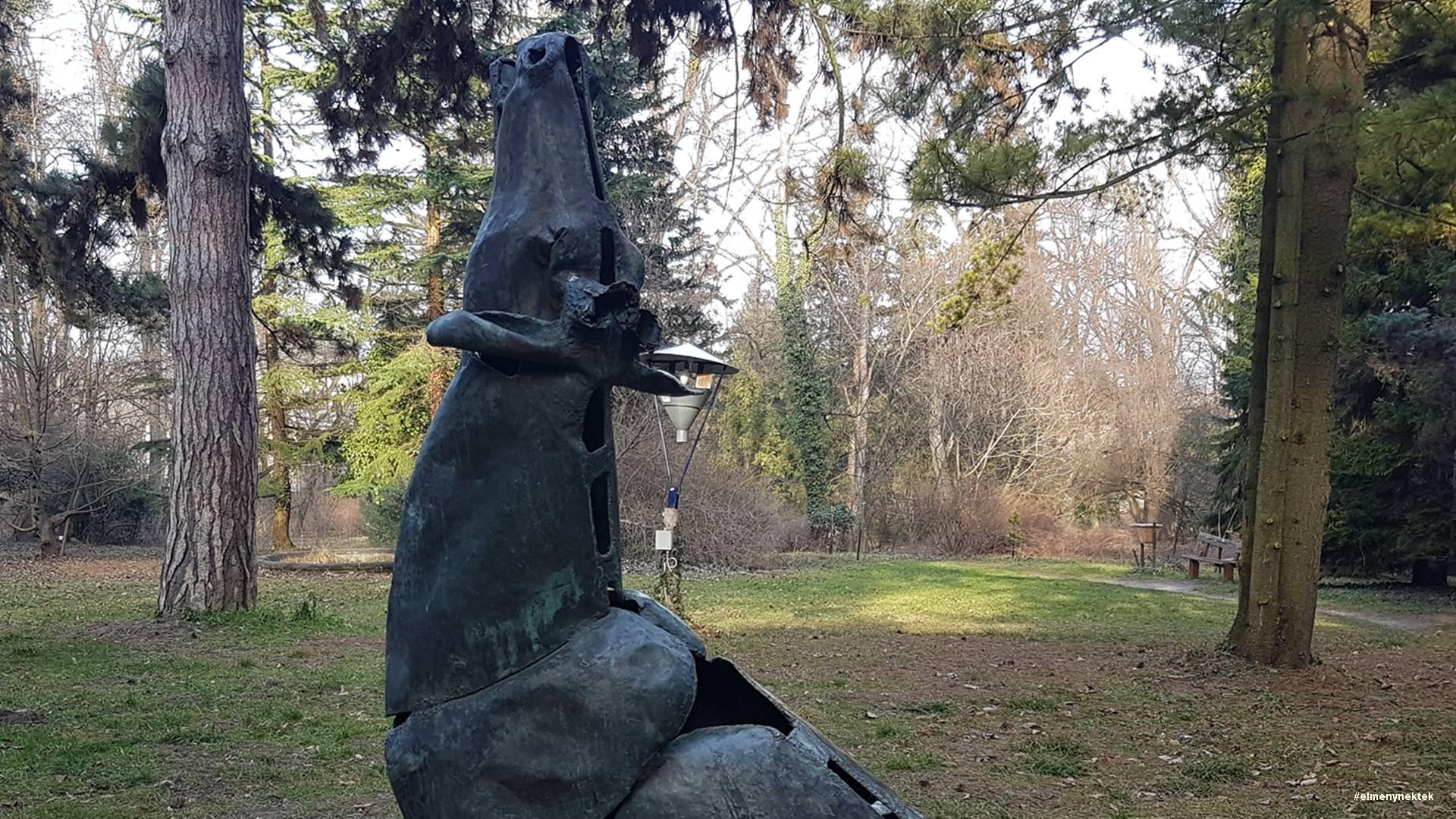 megesebzett-szarvas-soproni-botanikus-kert